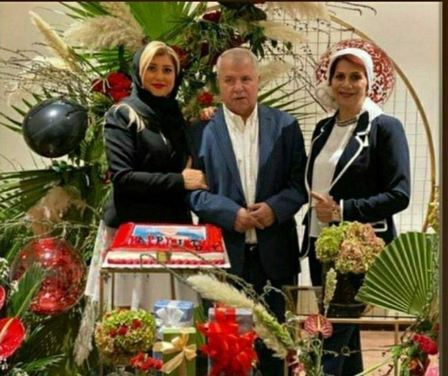 جشن تولد علی پروین در کنار همسر و دخترش