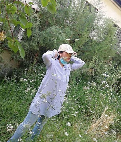 عکس ساره بیات در یک روز پاییزی