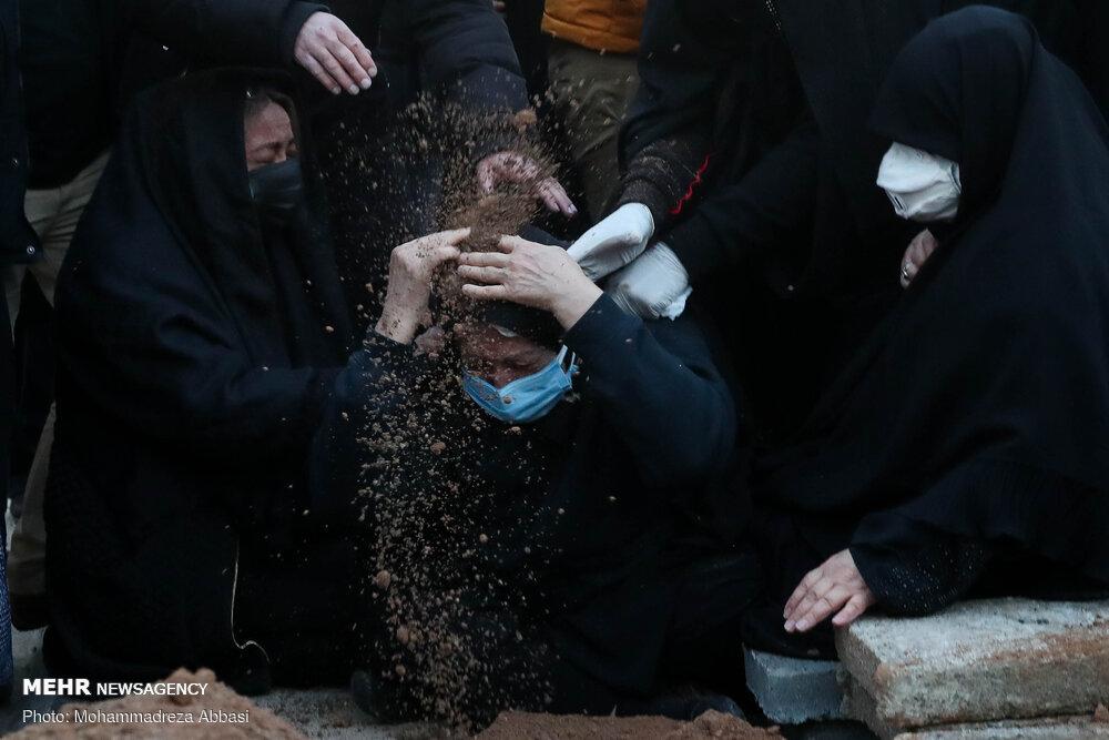 مادر علی انصاریان در مراسم تشییع پسرش