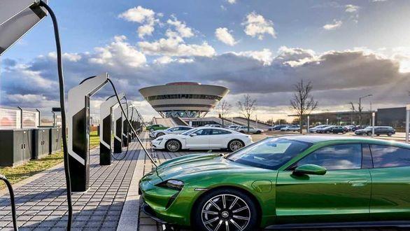 پورشه قوی ترین ایستگاه شارژ خودروهای برقی را تاسیس کرد