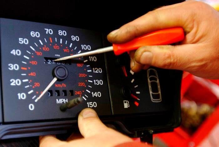 نحوه تشخیص دستکاری کیلومتر خودرو