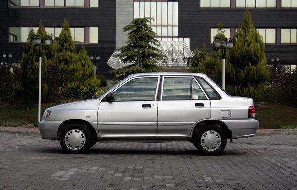 خودرو پراید با روکش چمن! عکس