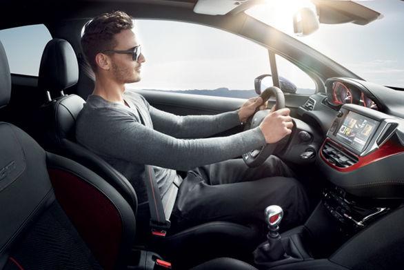 آموزش نشستن درست در خودرو برای جلوگیری از کمر درد