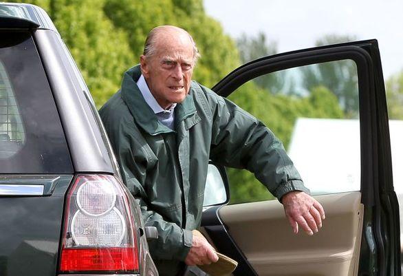 بالاخره همسر 97 ساله ملکه انگلستان دست از رانندگی کشید