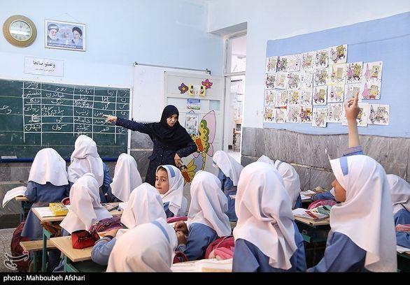 امضای طومار خطاب به رئیس جمهوری برای اجرای رتبه بندی معلمان + عکس