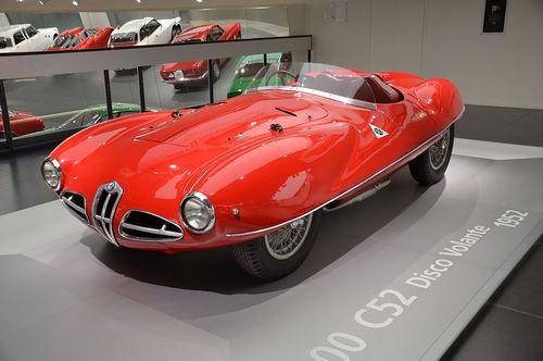 تصویری از نمونه سی52 مدل 1952 که در موزه آلفا رومئو قرار دارد.