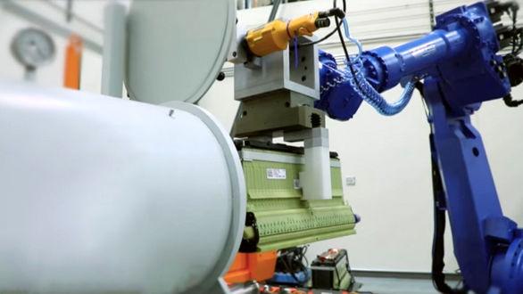 بازیافت خودروهای برقی به کمک ربات