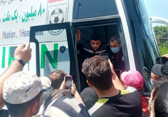 حاشیه نگاری از بازگشت تیم ملی از بحرین / اسکوچیچ ناراحت فرودگاه را ترک کرد