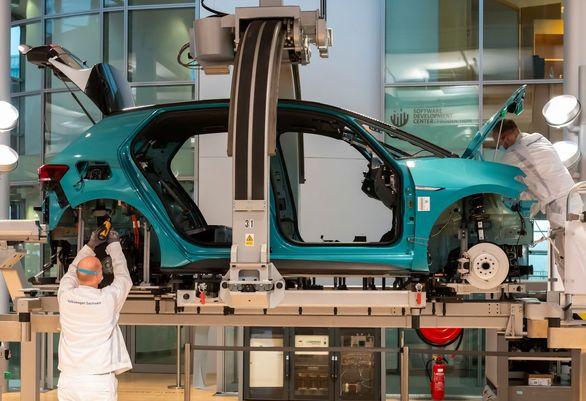ضربه سنگین بحران تراشه به خودروسازان بزرگ دنیا