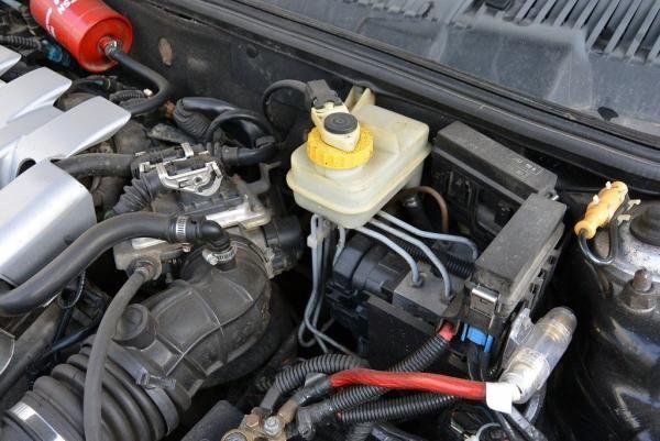نشانه های کاهش شتاب خودرو,کاهش شتاب خودرو,شل شدن سیم گاز