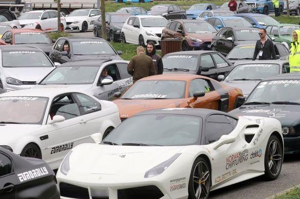 ماجرای مسابقه غیر قانونی 120 خودرو اسپرت در آلمان چه بود؟