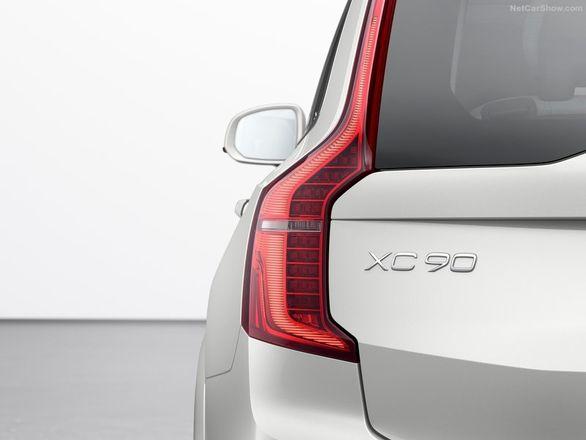 خودروهای ولوو جاده های لغزنده را به هم اطلاع می دهند
