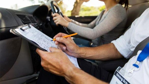 مراحل دریافت گواهینامه رانندگی در کشورهای دیگر