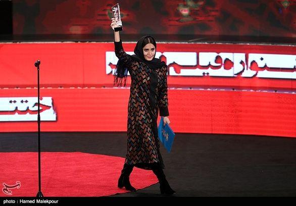 تبریک بازیکن ملی پوش به خانم برنده سیمرغ جشنواره