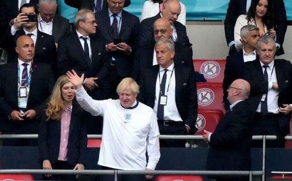 تیپ جالب نخست وزیر انگلیس در فینال یورو 2020 + عکس