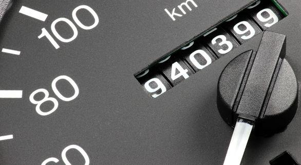 کیلومتر شمار خودرو چطور کار می کند؟ | عیب یابی