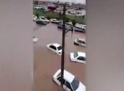 زیر آب رفتن خودروها در اهواز
