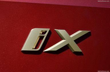 ب ام و iX