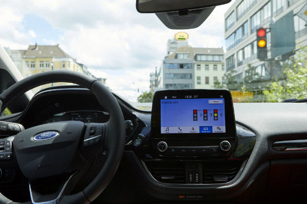 a2ce7525-ford-parking-guidance-tech-6
