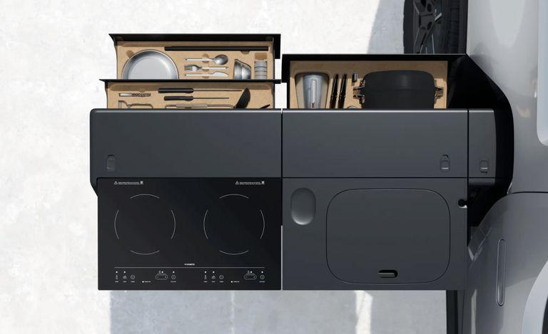 تعبیه آشپزخانهای لوکس و همه چیز تمام در پیکاپ الکتریکی ریوین