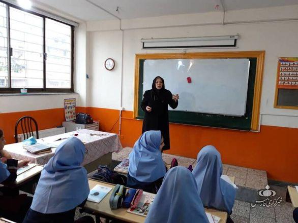 اولین عکس از خانم معلم نمونه «آیلاند» ایران (عکس)