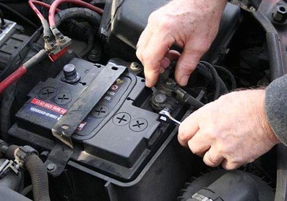 8 راهکار برای جلوگیری از خالی شدن باتری خودرو